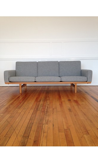 Mid Century Danish Oak Sofa Model GE236 by Hans Wegner for Getama in Kvadrat Wool
