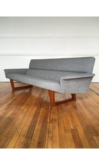 Mid Century 1960's Danish Sofa Model HM 113 by Illum Wikkelso in Kvadrat Wool